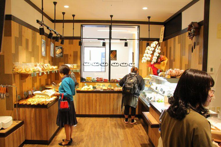素材や焼き方に誠実に、種類豊富なパンを提供する「bakery PAO」