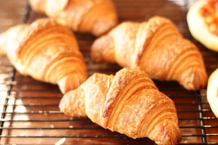 哲栄さんがパン作りを志すきっかけになったクロワッサン。「自分が現地でおぼえた感動をそのまま伝えたい」という思いを込めて今日も作られています