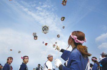 【三条市】江戸時代から続く初夏の風物詩『三条凧(いか)合戦』