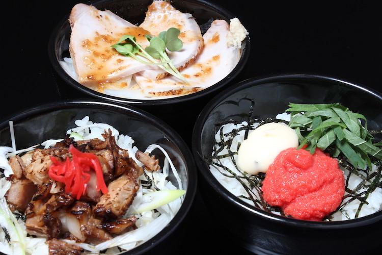 上:『ローストポーク丼』(400円) 右:『大葉めんたい丼』(300円) 左:『炙りちゃあしゅう丼』(300円)