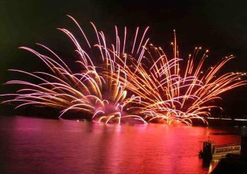 【五泉市】オススメは特別観覧席!水面を幻想的に彩る水中花火大会