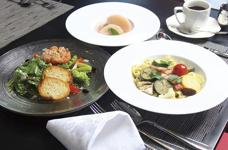 「ゴッツォラーテ」では、下田産コシヒカリの米粉を使った パスタをはじめ三条産にこだわったイタリア料理が味わえる
