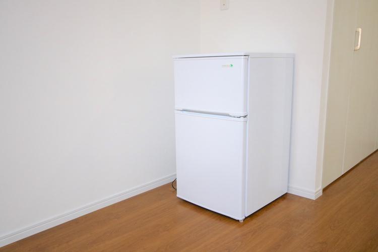 2ドア冷蔵庫も各部屋に。