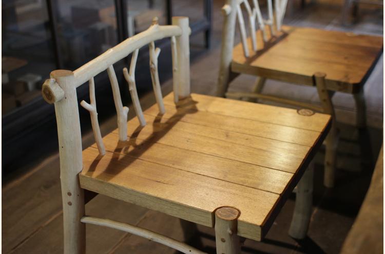 座り心地のいいイス。これも山田さんの作品