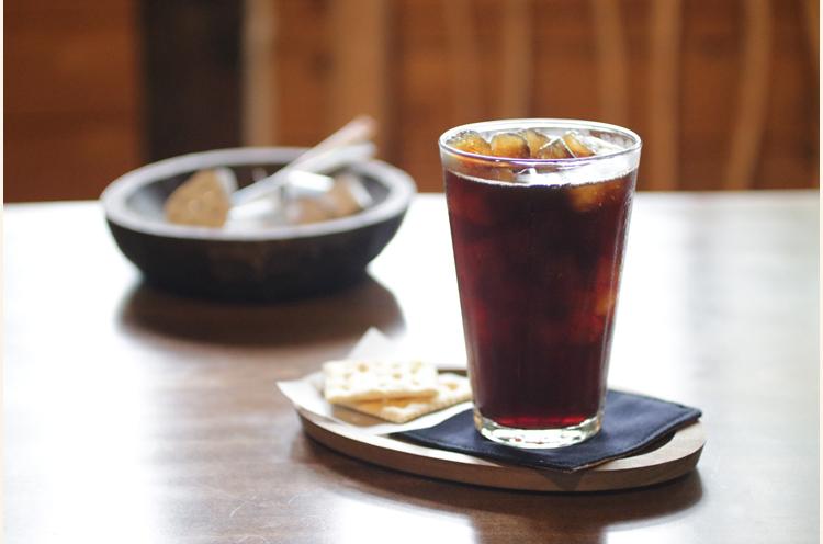 ブラジル産の無農薬の豆を自家焙煎した『アイスコーヒー』(500円)