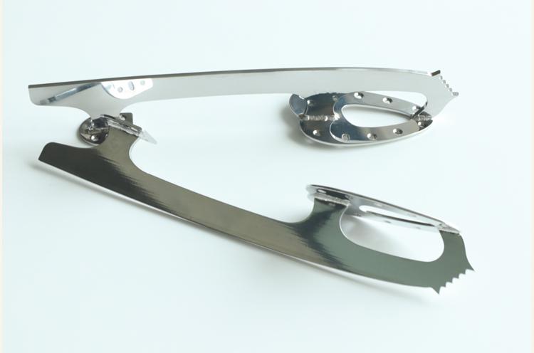 燕で作られているフィギュアスケートのブレード(刃)。これが靴底にくっついている、というわけ