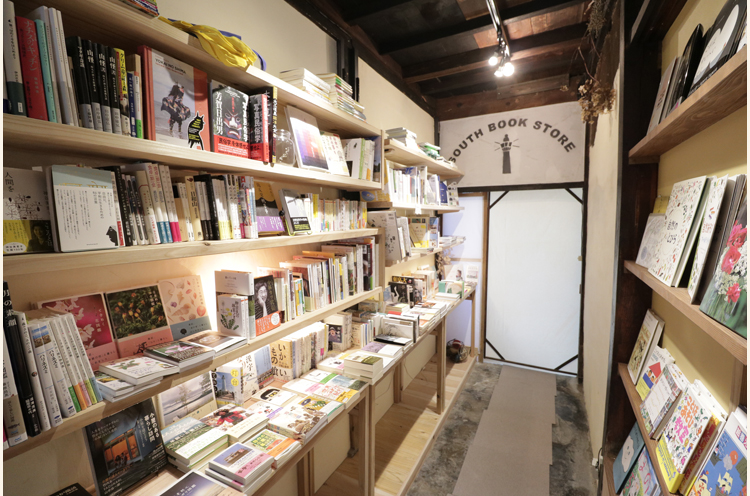 カフェに本屋さんがあるって、おもしろい!