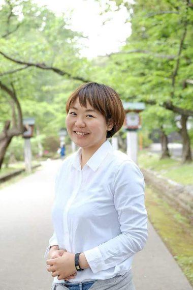 「弥彦観光のお供にどうぞ!!」と弥彦村地域おこし協力隊の 遠藤佑香さん