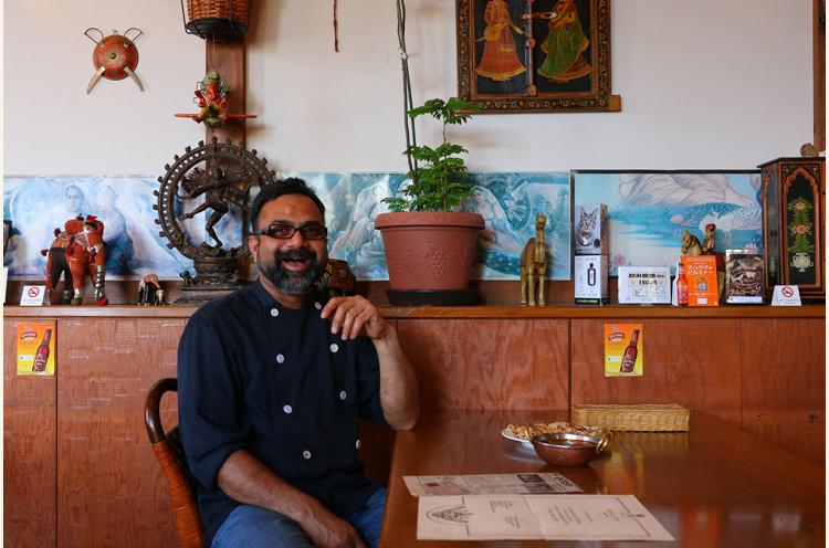 インド料理ナタラジャの料理長、タニカさん。日本語ペラペラです!