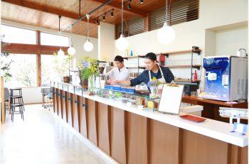 角田山の麓にある人気コーヒースタンドへ