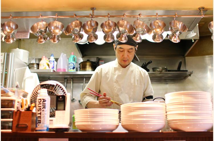 「欧風カレーは工夫しがいがありますよ!」と岡崎さん