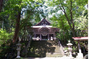 関山神社境内で火祭りが開催される!