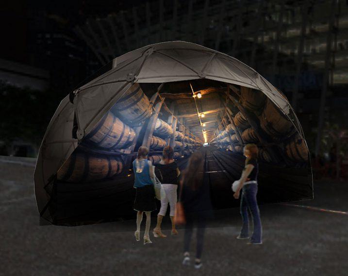 テネシー州リンチバーグにある蒸溜所の映像が楽しめるムービードーム「LYNCHBURG TRIP」。。ドーム内の壁に蒸溜所の風景を360度動画で撮影した映像が投射され、あたかも蒸溜所に来ているような感覚が体験できる。所要時間は約4分。