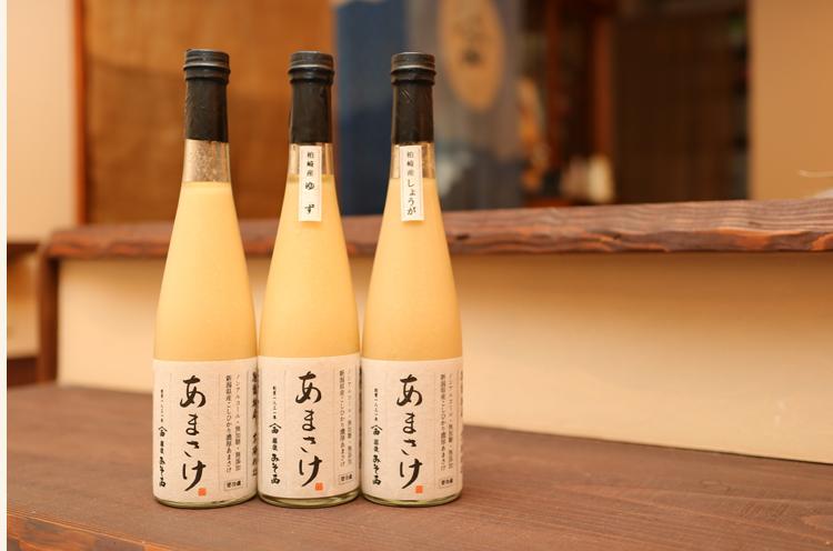 米こうじで作る『あまさけ』も大人気。プレーンタイプのほか、柏崎産ユズやショウガを加えたものも人気です。瓶入りは500ml1,580円+税