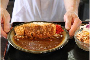 トンカツ屋さんの肉のうまみたっぷりカレーを食べよう