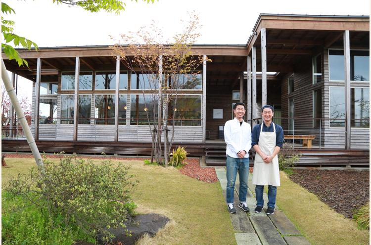 お店を兄弟で営むおふたり。兄の堀口さん(左)と片岡さん(右)
