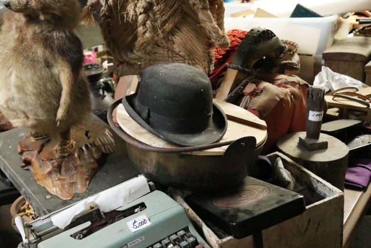 鍋の上に帽子