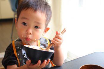 新潟の人気カメラマン・濱口直大の写真展。ごはんを食べている子どもたちの素直な表情に癒されます♪