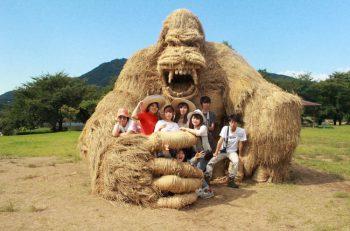 「稲わら」を活用したわら巨大アートが、新潟市西蒲区の上堰潟公園に出現!!