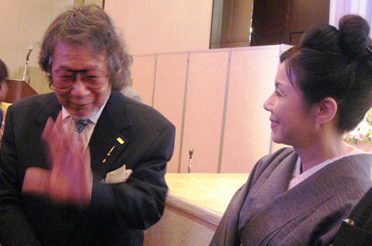 監督に熱い思いを直訴した「長岡ロケなび」会長の渡辺千雅さん(写真右)。熊本県天草市出身。天草でのロケも行ないました。ちなみに写真左が大林監督