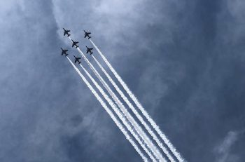 【動画あり】新潟市上空を飛ぶブルーインパルスを見てきたよ! カッコいー!