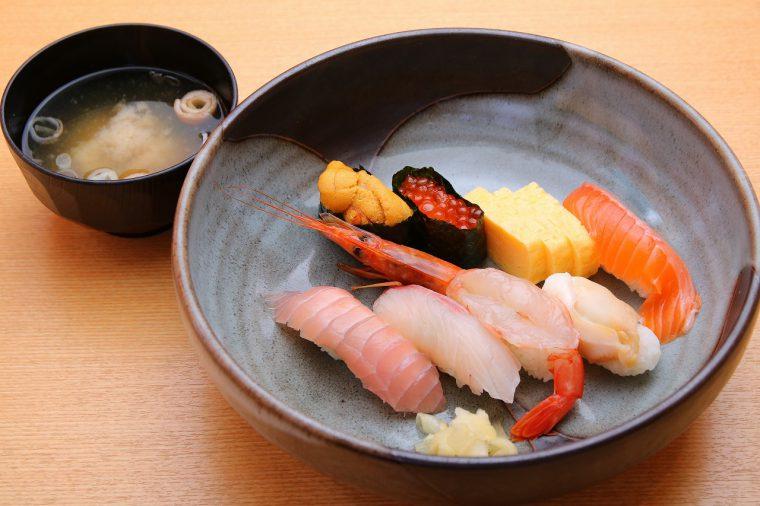 極上ネタを使った「寿司8貫」。通常1,300円が、なんと830円に!