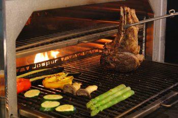 ジューシーな炭火焼料理がたまんないオイシサ! |燕市