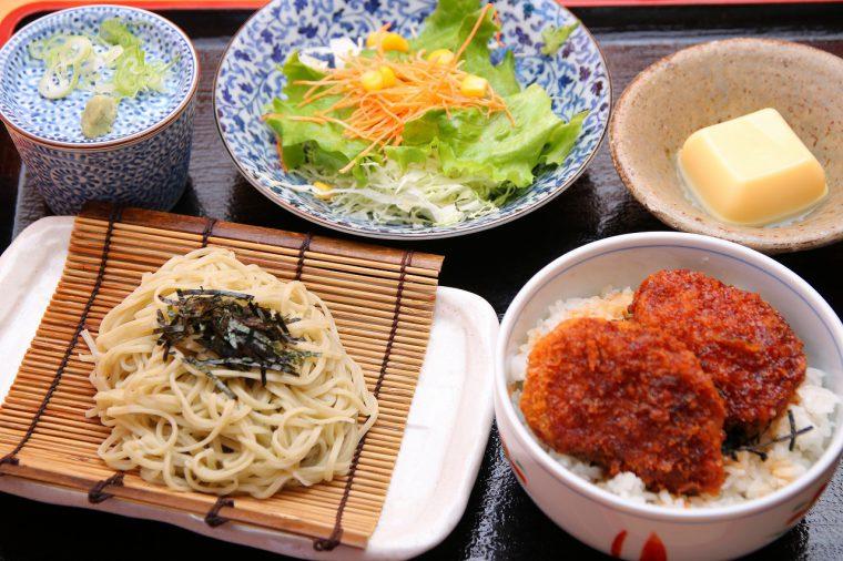 新潟と言えばコレでしょう! 『特製タレカツ丼ランチ』も830円で提供!