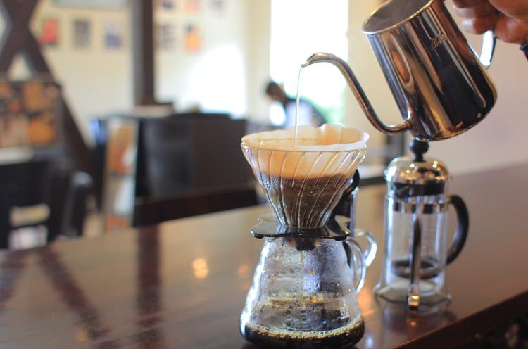 さまざまな抽出方法でコーヒーを提供
