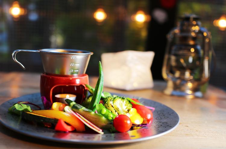 『グリル野菜と新鮮野菜のバーニャカウダ』(880円+税)