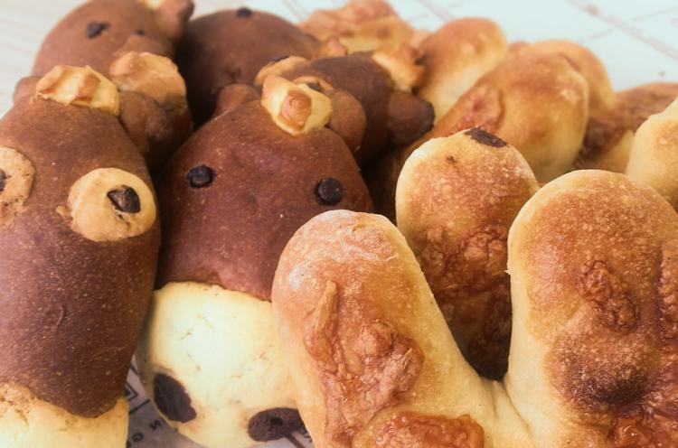 新潟市江南区のパン屋「クレール」の『チーズ&ソーセージひづめパン』『ポニーパン』