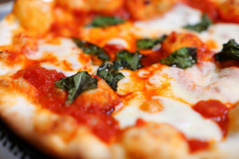 炭火焼ピザ。ジューシーさがたまりません