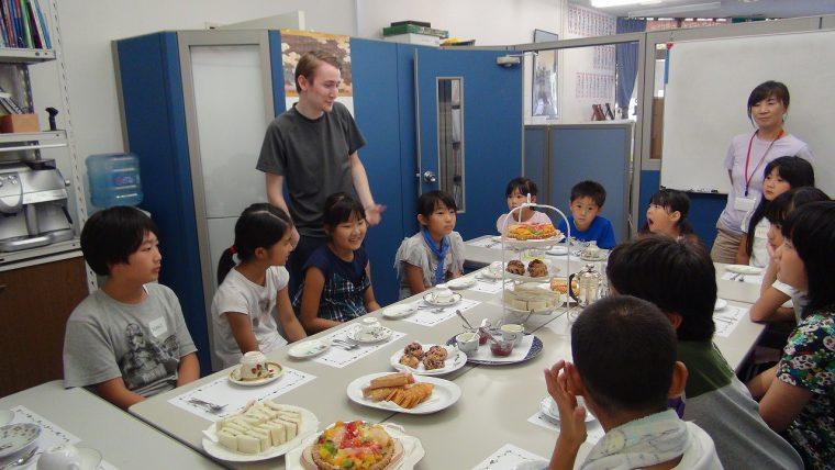 今年のサマースクールでは、美味しい軽食も提供