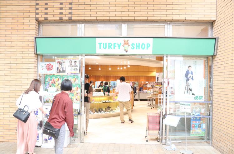 夏開催中は、県外から来る人も多いから店内はお客さんでいっぱいなんです