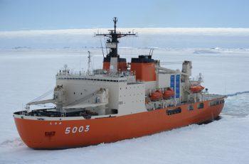 南極観測船・砕氷艦、海上自衛隊の観測船「しらせ」が新潟東港で一般公開!