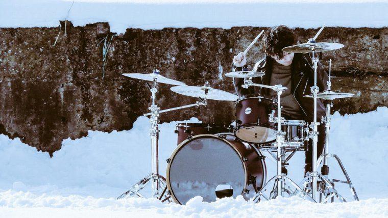 ドラムの中尾佳介さんも元「午前四時、朝焼けにツキ」のメンバー