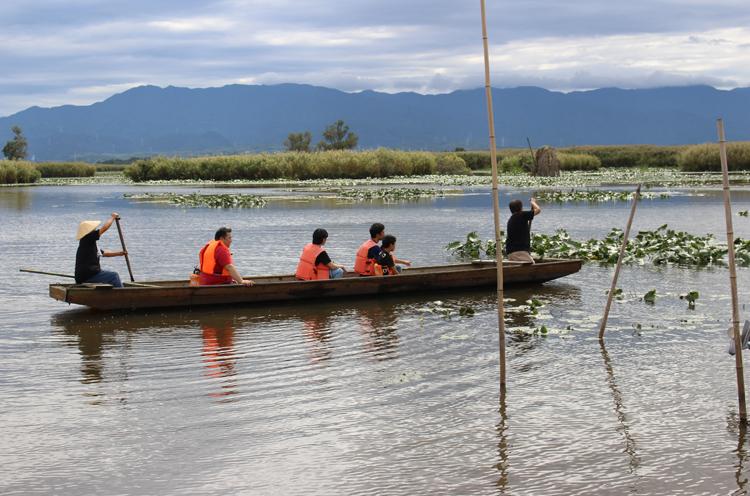 潟舟で潟めぐりとヒジ採り体験