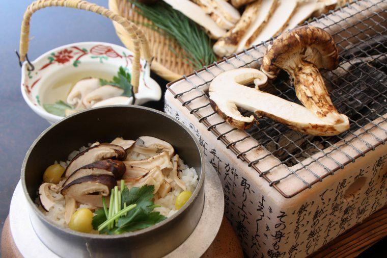 秋の味覚、松茸をさまざまな調理法で味わえるプラン