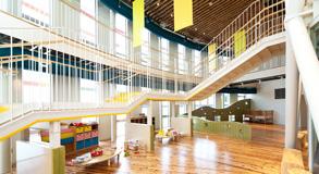 館内にはこども見守りスペースもあるので、小さいお子さま連れのママも気軽に参加できます。