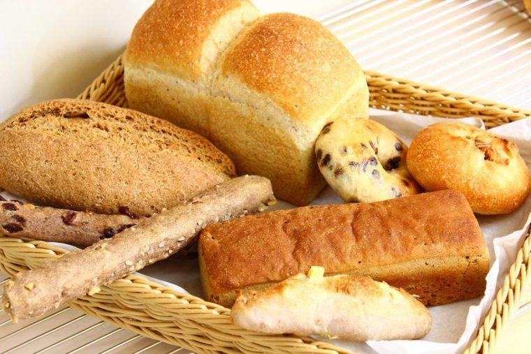 全粒粉100%パンを中心に、食パンやソフト系生地のパンも用意しています