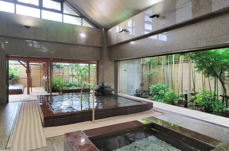 庭園風の大浴場