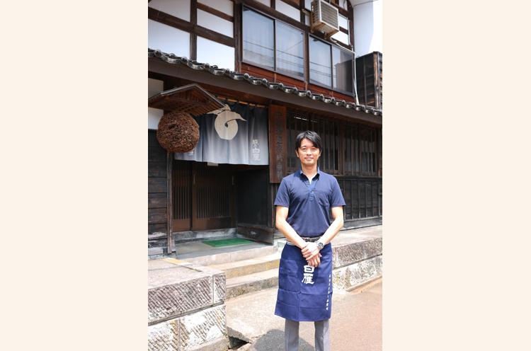 4代目社長の中川雅史さん。1975年生まれ。趣味はゴルフという笑顔が素敵なイケメン社長様です!
