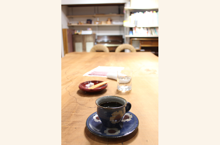 スローコーヒーの店「よろめく」。オーナー志賀さんが一杯一杯丁寧にいれてくれるコーヒーは絶品です!