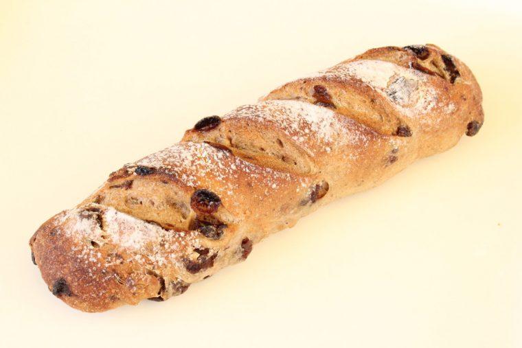 ポッポのパンの看板商品のひとつ『全粒粉100%くるみレーズン』