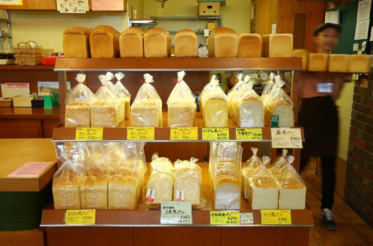 ファンの多い食パンは曜日限定含め全9種類!