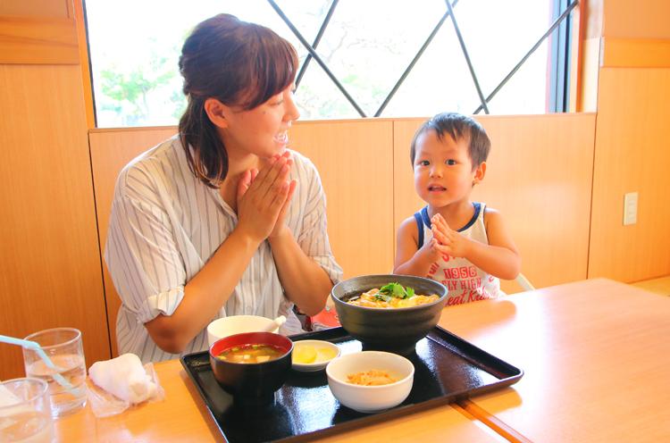 お店を紹介してくれた鈴木由樹さんと、息子の颯太くん(2歳)