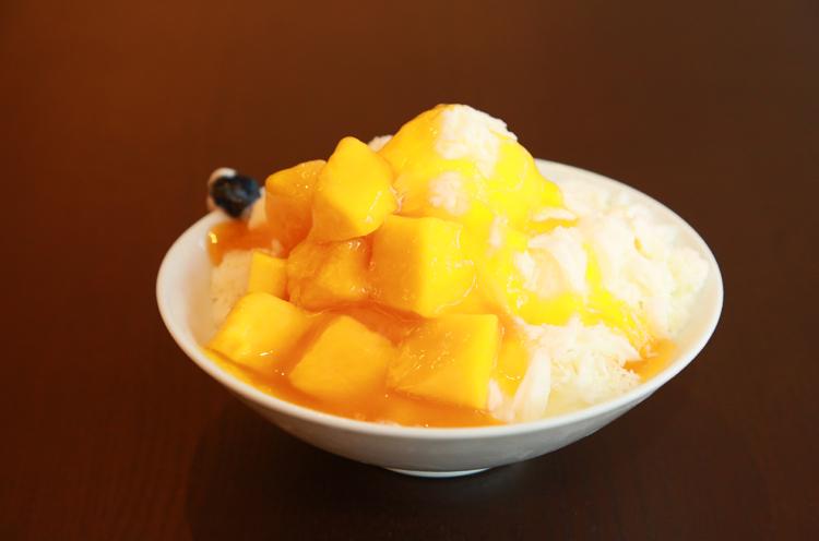ラウンジのおすすめメニュー、台湾かき氷。『一番人気たっぷりマンゴー』は650円。ボリュームたっぷりなのに、お手頃価格です!