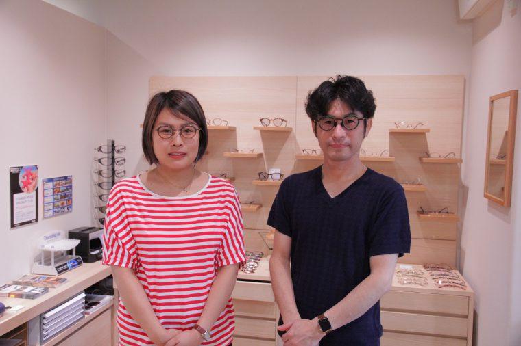 こんなふたりがいるお店。右から店長の長谷川さん、アイウェアコンサルタントの仲村さん