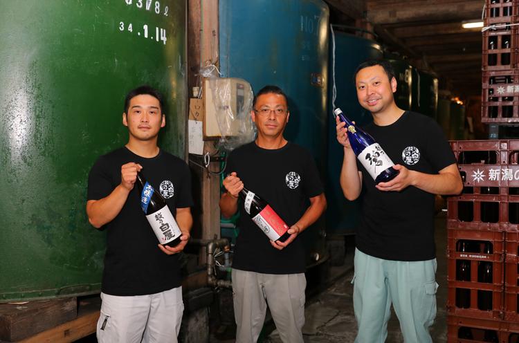 左から、瀧澤さん、製造部長の月橋さん、佐藤さん