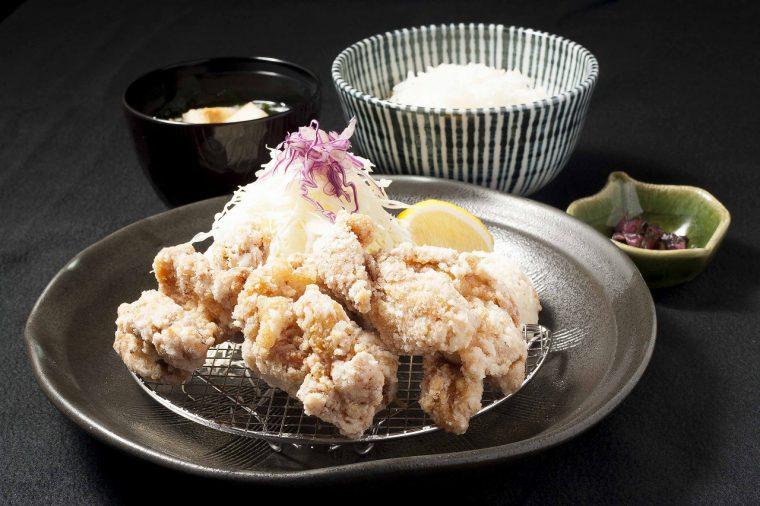 特製ダレに漬け込んだ鶏モモ肉の唐揚げ定食760円